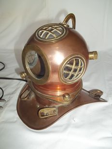 Beautiful yellow and red copper diving helmet - Also a lamp - very good condition