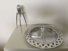 """""""King Kong"""" and Philippe Starck for Alessi – hors d'oeuvre set, with a """"Juicy Salif"""" citrus juicer."""