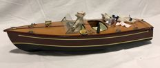 "Riva model speed boat with 2 mice as ""crew"""
