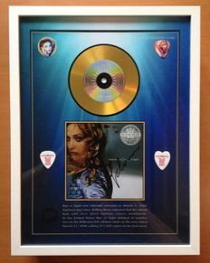 "Madonna Gold Plated CD Display ""Ray Of Light"" With Signature  & 4 Madonna Plectrums"