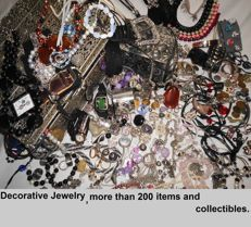 More than 200 items and collectibles. Watches, coins, rings, necklaces, bracelets, earrings, bangles, etc.