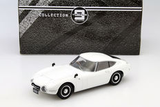 Triple 9 Collection - Schaal 1/18 - Toyota 2000GT