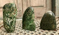 Set of large, hand-polished Nephrite tumbles - 13,5 tot 19,8 cm - 3,84 kg  (3)