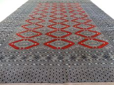 Bouchara - 261 x 193 cm - finely knotted, Persian carpet in mint condition.