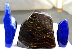 Tiger's Eye tumble with pair of fine Lapis Lazuli free-forms - 81, 101 and 111mm - 1339gm  (3)