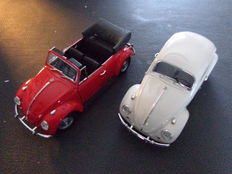 Franklin Mint - Scale 1/24 - VW Beetle 1967 - White and VW Beetle Cabrio - Red