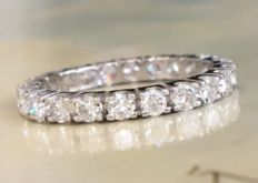 18 kt white gold full eternity women's ring with approx. 1.15 ct in brilliant cut diamonds, Top Wesselton/VS