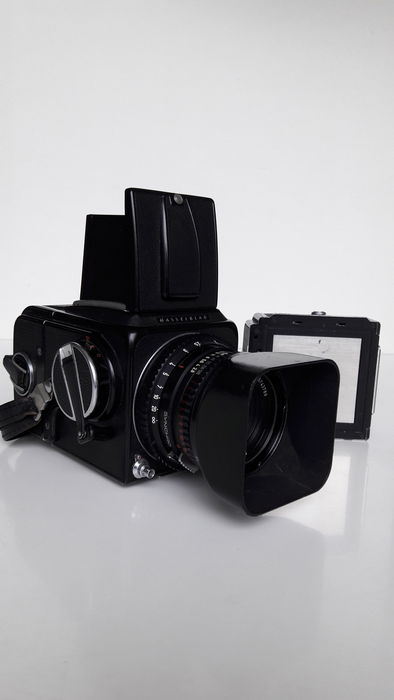 Hasselblad 500CM  Body with 2 film cassettes (1980)  - Catawiki
