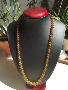 Myanmar Amber gradient necklace, weight 24.1 grams.
