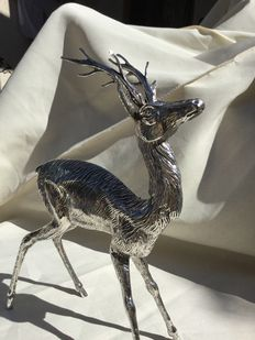Sterling silver statue of a deer. Large. Weight: 293 g. Spain, 50s-60s
