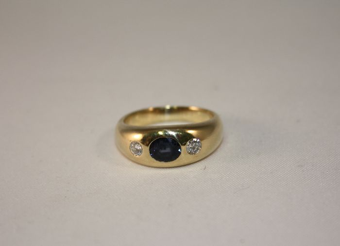 Ring in 18 kt gold with central sapphire and accent diamonds - size 15