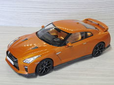 Triple 9 collection - Schaal 1/18 - Nissan GT-R 2017