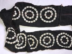 Woman Woven Belt with a decoration of  Cowrie Shells in 10 double circles  - Naga (Manipur)  - Nagaland (Noord-Oost India)