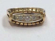 Gold ring with 0.15 ct Top Wesselton diamonds, ring size 17.5 mm.