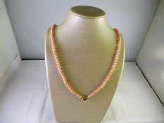 Necklace with Japanese pink coral - 18 kt gold