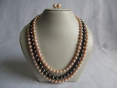 Three row, freshwater pearl necklace with silver-coloured clasp + silver, pearl ear studs.