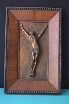 Christ sculpted on a bronze plaque framed in Pau Santo wood - 3,5 Kg - 1940 - Portugal