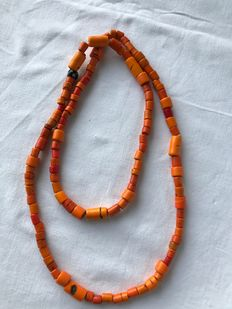 Necklace with orange Glass beads  - Naga (Manipur)  - Nagaland (Noord-Oost India)