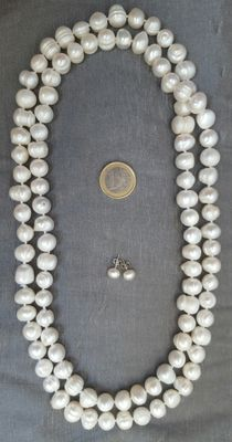Pearl earrings and long necklace made of cultured fresh water pearls