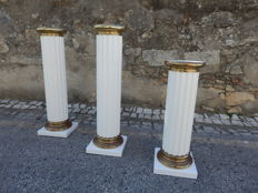 A Set of 3 Roman style columns in wood, brass and white lacquered metal,1980´s,Italy