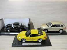 Maisto / Ricko - Scale 1/18 - Lot with 3 models: Porsche Cayenne Turbo, Porsche Carrera 4S & Porsche 356 B