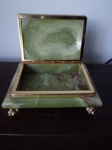 Onyx jewellery box with 4 lions paws