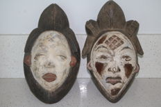 2 masks with tight shells - Punu - Gabon