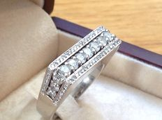 Rectangular ring in 18 kt white gold, with D E F/VVS diamonds totalling 1.96 ct. Size 55