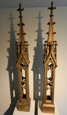 Exceptional pair of large neo-Gothic pinnacles in wood and gilded bronze - France - 19th century