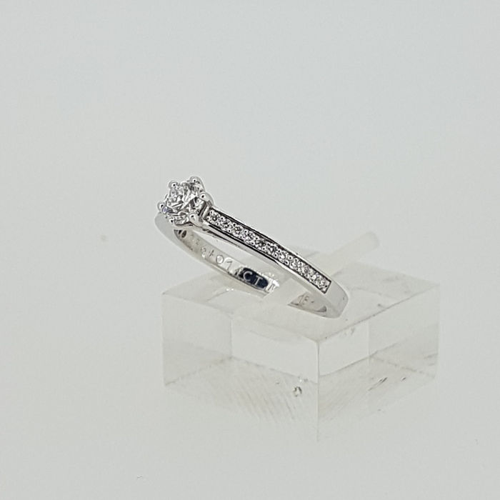 Diamond ring in White gold with 23 diamonds
