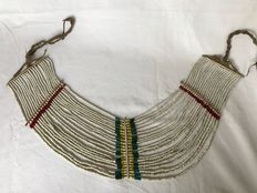 Women's Beaded Belt with 21 Strands of White and Colored Glass Beads - Naga (Tangkhul)  - Nagaland (Noord-Oost India)