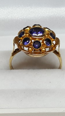Yellow gold ring set with amethyst