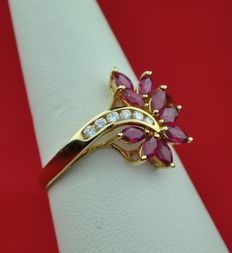 Diamond & Marquise-cut Ruby set on 18k Yellow Gold Ring - Size 56 resizable - Good As New