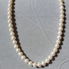 Cultured fresh water pearl necklace,approx 8-9 mm, white colours