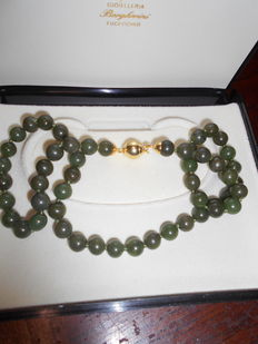 Very beautiful genuine jade necklace with very large jade beads dating back to circa 1955