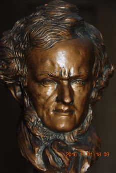 Detailed bust of Beethoven, bronze patinated ceramics on a pedestal of polished green travertine.