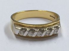 Gold ring, 18 kt with zirconia, ring size 19.