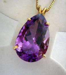 Yellow gold pendant with chain and a natural amethyst - 14.00 ct *no reserve*