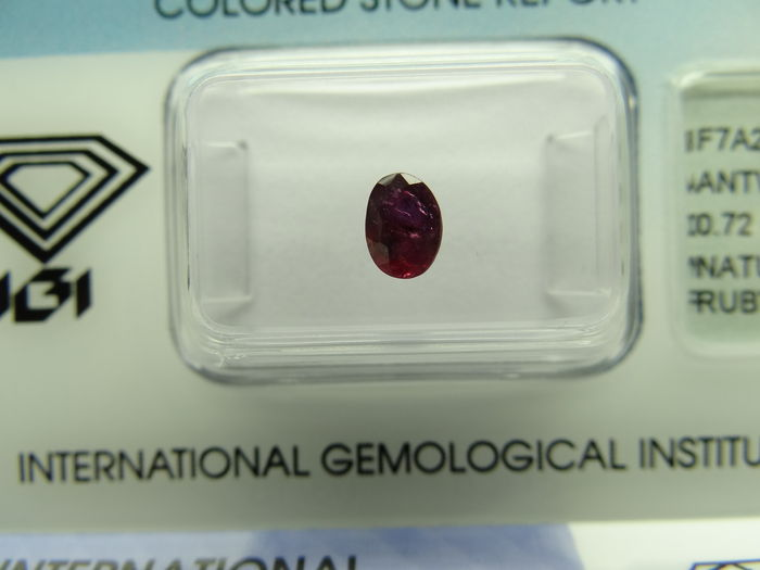 Ruby  – 0,72 ct