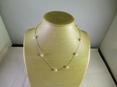 18 kt white gold necklace with pearls, 45 cm.
