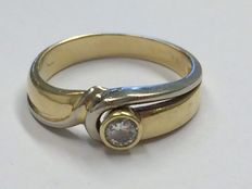 Bi-colour, 14 kt gold ring with 0.15 ct, Top Wesselton diamond, ring size 17.25.