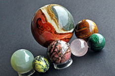 A fine collection of various Mineral spheres - 3 to 7,8cm - 1062gm  (7)