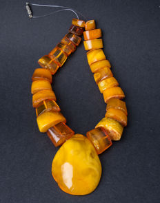 Baltic Amber necklace with pendant old honey butterscotch egg yolk colour, vintage, 54 gram.