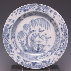 Vienna-rare blue decorated porcelain plate to Chinese example.