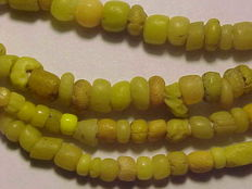 Roman necklace with 162 yellow glass beads - 40 cm