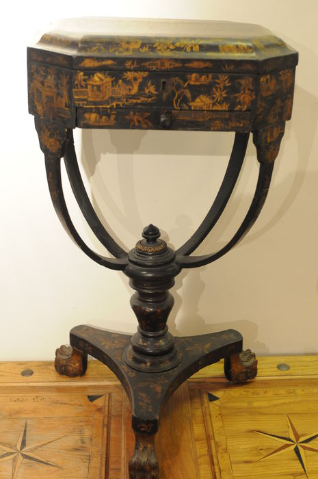 A Chinese export lacquer sewing table - circa 1830-40