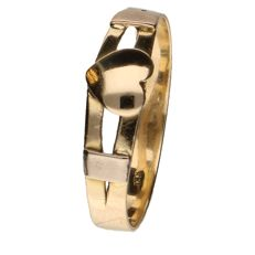 18 kt yellow gold ring set with heart shaped design