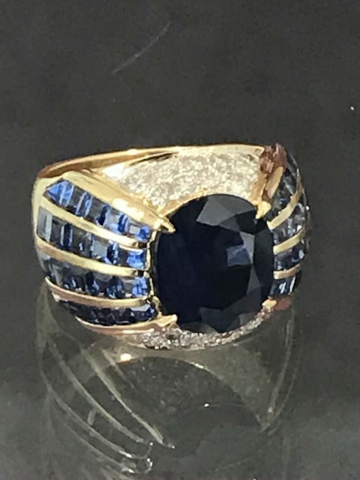 Gold 'trombino' ring with sapphire and diamonds *** LOW RESERVE PRICE***