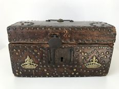 Wood and leather document box - France - 17th century