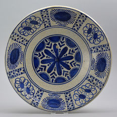 Large Majolica dish decorated in Wanli style - Ø 34 cm